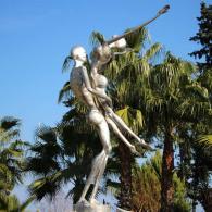 """Фонтан """"Дождь любви"""" в Kuğulu Park, скульптор Зафера Сары."""