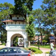 Арочный вход в парк в Кемере.