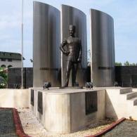 Памятник в парке Олбиа, Кемер, Турция.