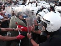 Серьезное столкновение полиции и протестующих на площади Таксим, Стамбул, Турция