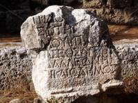 Камень в Фаселисе (Phaselis), Турция.