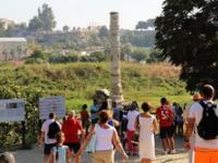 Колонна храма Артемиды в Турции.
