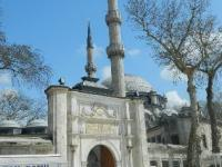 Усыпальница первой османской мечети в открыта на время Рамадана