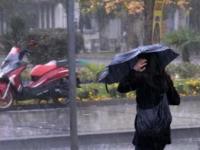 Сильный ливень и ветер в Анталье