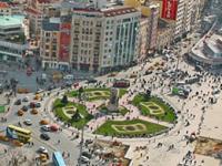 Гигантская солонка на площади Таксим
