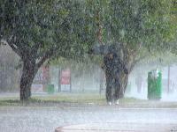 В Анталии продолжается сильный шторм