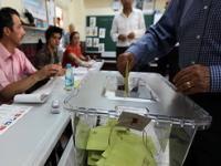 Избирательный участок Турции: первые в истории прямые выборы президента.