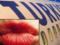 На рейсах THY запрещен яркий макияж для стюардесс