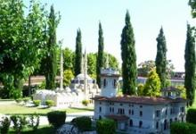 Прогулка по музею под открытым небом Mini-City в Анталии, Турция