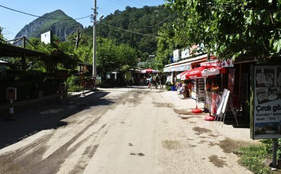 Улица в Чиралы.
