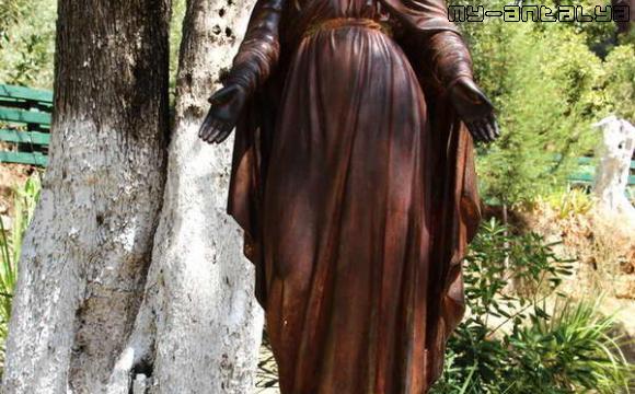 Домик девы Марии, скульптура - фото.