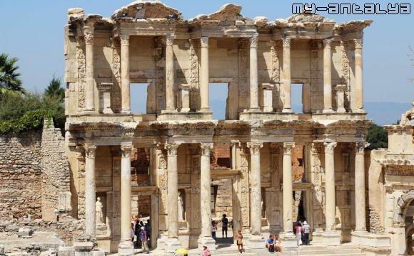 Библиотека Цельсия в Эфесе, Турция.