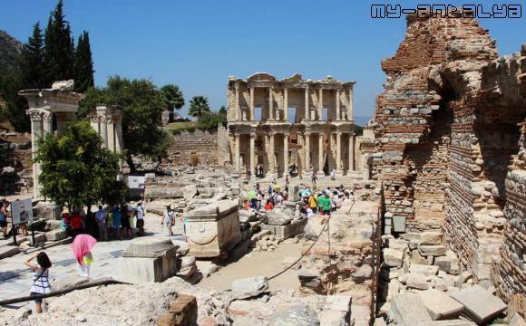 Библиотека Цельсия, Эфес, Турция.