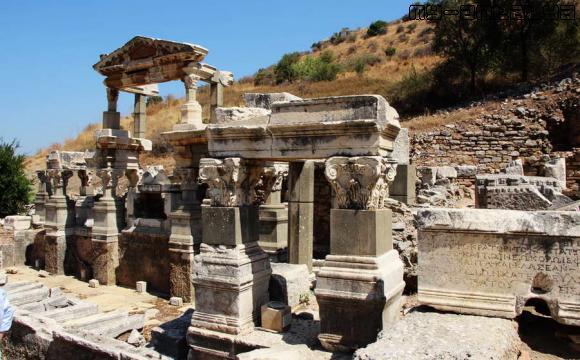 Эфес, Турция, фонтан Траяна.