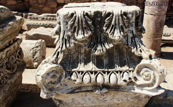 Фонтан Траяна в Эфесе.