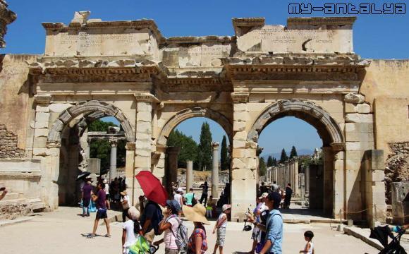 Эфес, торговая агора, южные ворота.