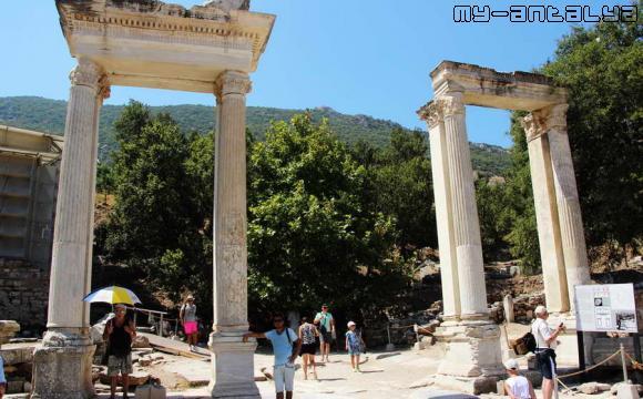 Эфес, Турция, ворота Адриана.
