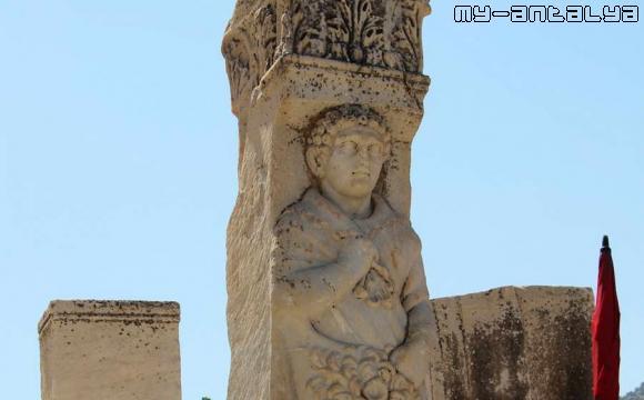 Эфес, ворота Геракла.