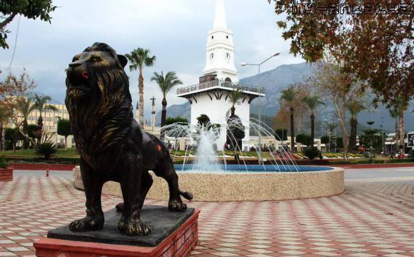Фонтан со скульптурой льва в Кемере.