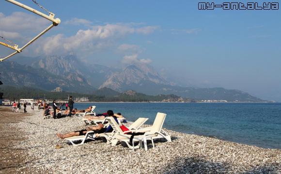 После новогоднего банкета на пляжи Кемера стали подтягиваться отдыхающие.