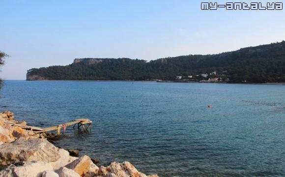 Море и горы в Кемере, Турция.