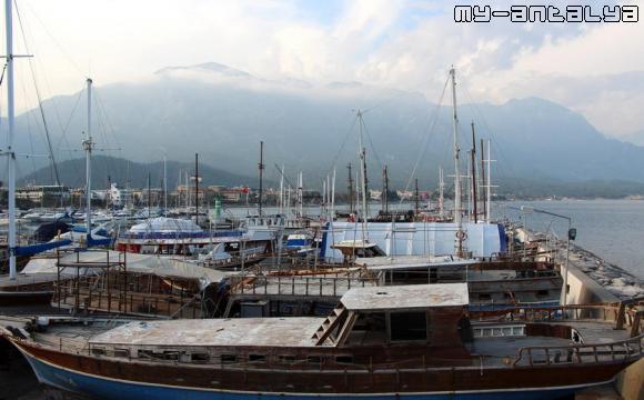 Порт в Кемере, Турция.