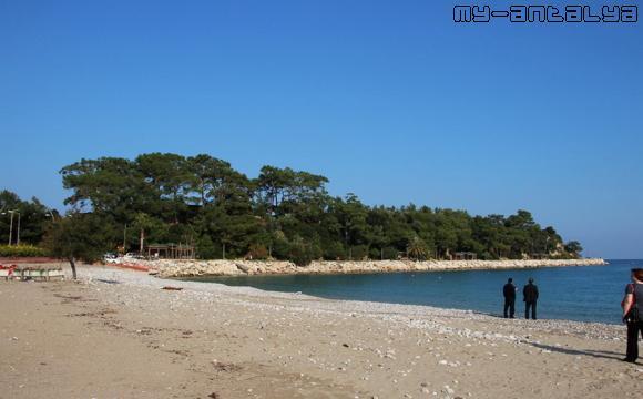 Песчаный пляж в Кемере зимой.