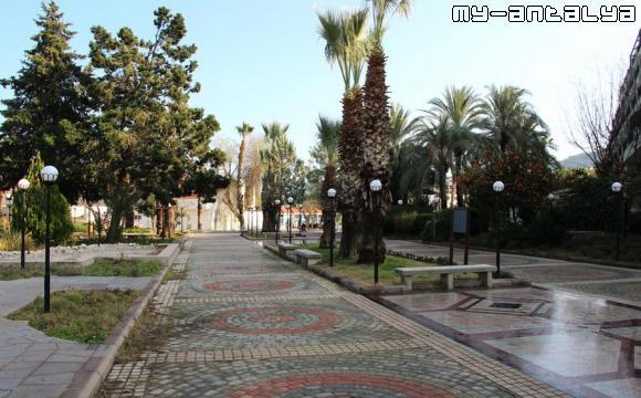 Дорожка из парка Олбиа к порту и парку Лунный свет.
