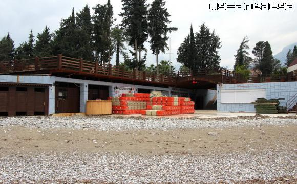 Пляж отеля Grand Haber в Кемере, Турция.