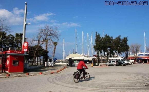 Вид на порт Кемера со стороны входа.