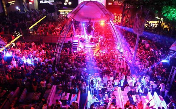 Ночной клуб Aura в Кемере, Турция.