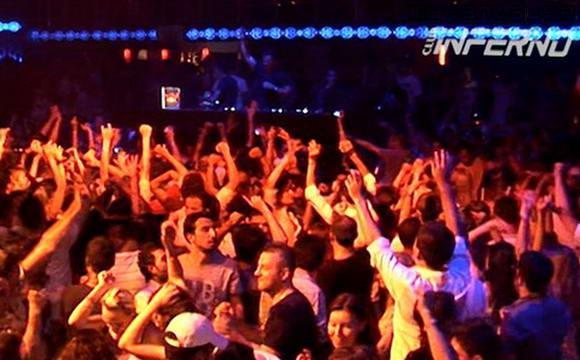 Ночной клуб Inferno в Кемере, Турция.