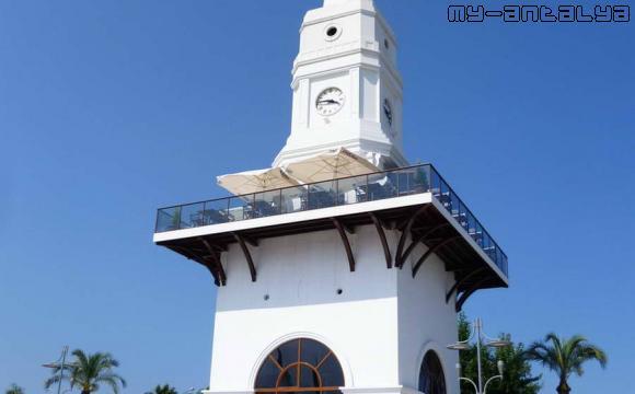 Часовая башня в Кемере, Турция.