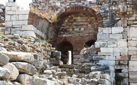 Крепостная стена, Сельчук, Турция - фото.