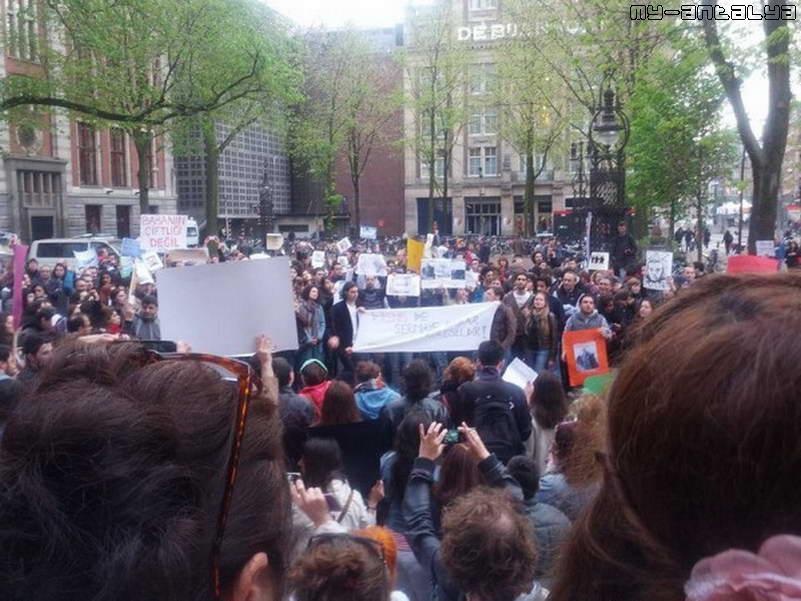Акция поддержки в Амстердаме (Голландия)