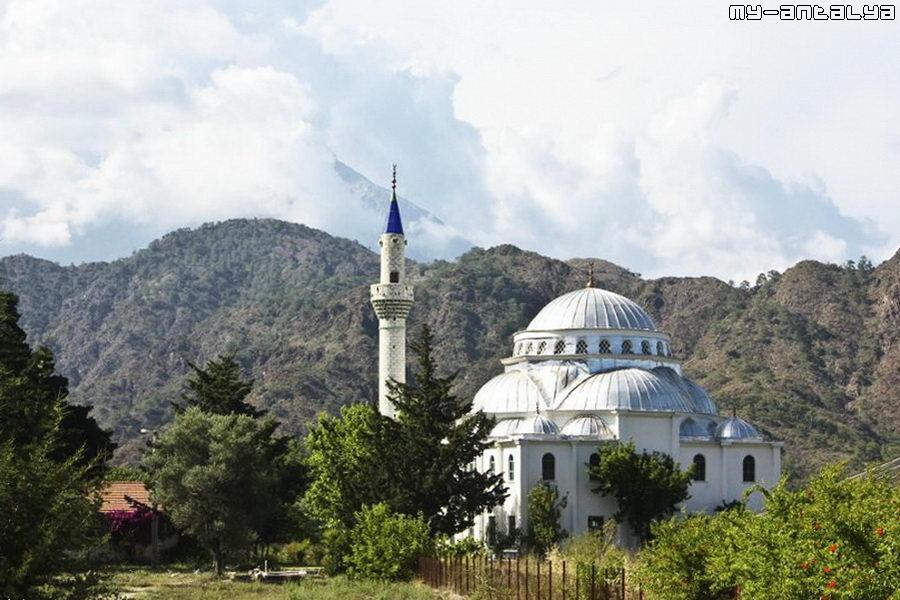 Мечеть с одним минаретом в Чиралы.