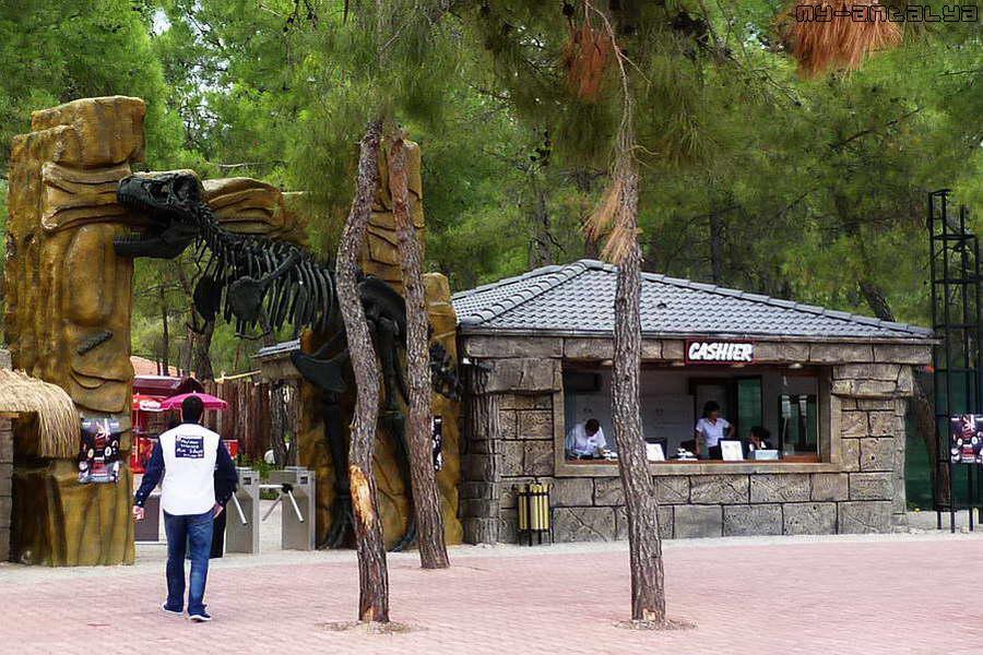 Вход в Парк Динозавров и касса