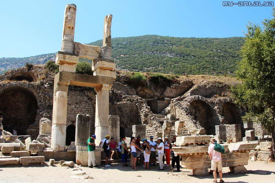 Храм императора Домициана.