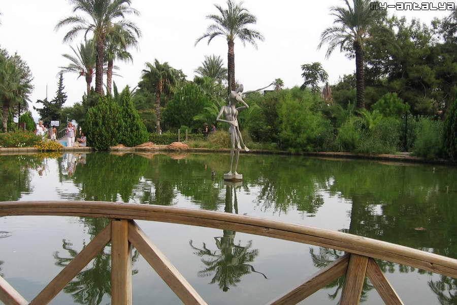 В 2009 г. скульптура была перенесена в парк Кугулу и установлена в центре будущего фонтана с подсветкой.