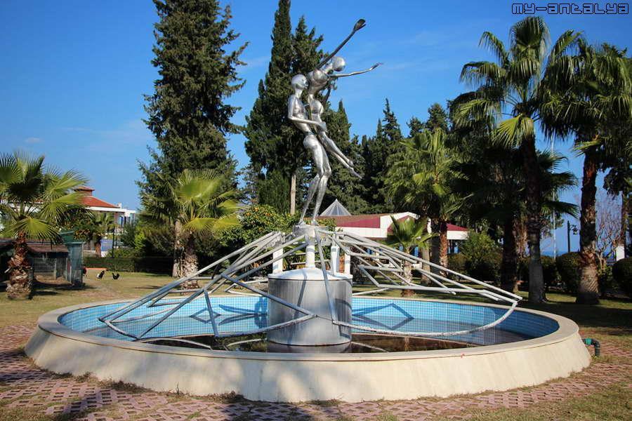 """В 2011г. фонтан """"Дождь любви"""" нашел новое место в парке Кугулу."""