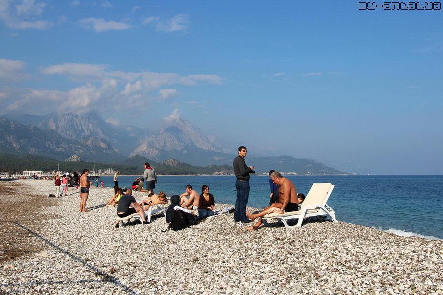 Среди туристов были замечены местные жители.