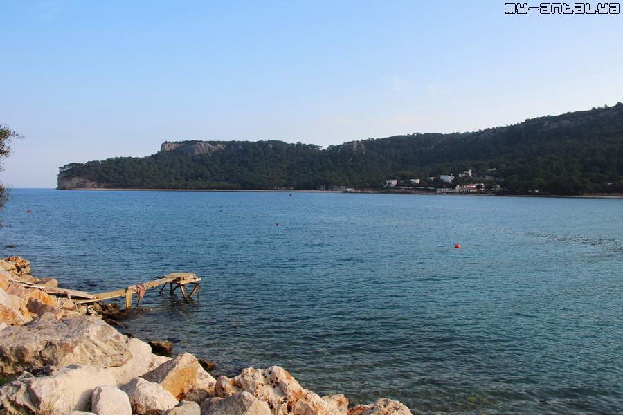 А еще из парка открываются красивые виды на море и горы.