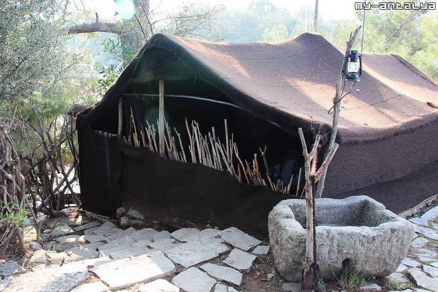 Вот такие домики были у кочевников. Сделаны из деревянных прутьев и накрыты материалом из овечьей шерсти.