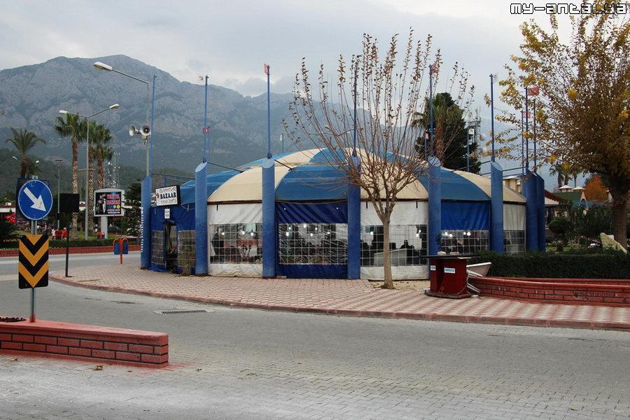 Безлюдный крытый рынок и бульвар Ататюрка. Потому что - зима!