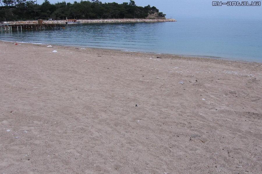 Этот же пляж весной, в середине марта.