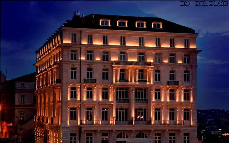 Здание отеля Pera Palace Hotel