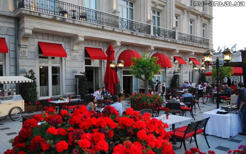 Открытый ресторан отеля Pera Palace Hotel