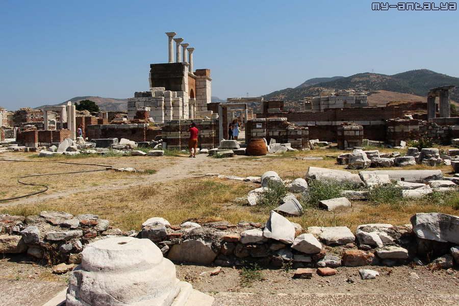 Вид на базилику со стороны атриума.
